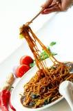 Macarronete e Chopstick deliciosos imagem de stock