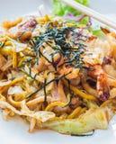 Macarronete fritado agitação ou Yakisoba do japonês Fotos de Stock
