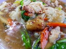 Macarronete fritado com carne de porco e brócolis Fotografia de Stock Royalty Free
