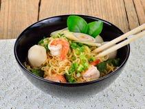 Macarronete imediato quente e picante com camarão Fotografia de Stock Royalty Free