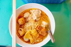 Macarronete picante tailandês de tom yum Alimento da rua em Banguecoque, Tailândia imagem de stock royalty free