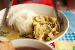 macarronete tailandês com creme do caril da galinha Fotografia de Stock
