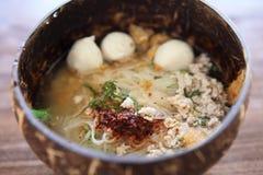 Macarronete tailandês de Tom do alimento yum no estilo tailandês imagens de stock royalty free