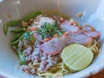 Macarronete tailandês de tom yum fotografia de stock