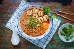 Macarronete tailandês do estilo, kung de tom do macarronete yum com almôndega da carne imagem de stock