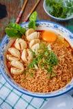 Macarronete tailandês do estilo, kung de tom do macarronete yum com almôndega da carne foto de stock royalty free