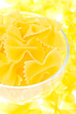 Macarronetes amarelos em um vidro Fotografia de Stock Royalty Free