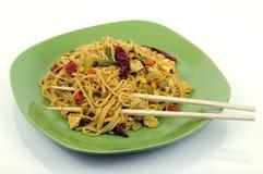 Macarronetes asiáticos picantes com chopsticks Foto de Stock Royalty Free