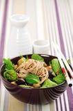 Macarronetes chineses com manjericão Imagens de Stock