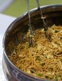 Macarronetes chineses da variedade do vegetariano indiano do alimento da rua fotografia de stock