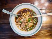 Macarronetes com carne Stew Soup fotografia de stock royalty free