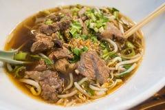 Macarronetes com carne Stew Soup fotos de stock