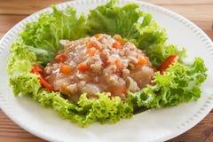 Macarronetes com molho de tomate e carne de porco triturada fotos de stock