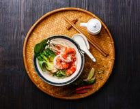 Macarronetes de arroz com camarões Fotos de Stock Royalty Free