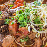 Macarronetes de arroz com molho picante da carne de porco Fotos de Stock Royalty Free