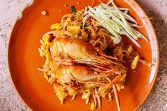 Macarronetes de arroz com rio dos camarões fotos de stock royalty free