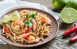 Macarronetes de arroz fritado tailandeses com camarões Fotos de Stock Royalty Free