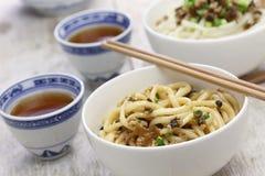 Macarronetes de Dan dan, culinária de sichuan do chinês imagens de stock