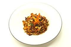Macarronetes de Fried Chinese com vegetais e uma couve-flor e uma galinha imagens de stock royalty free