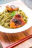 Macarronetes de Spirulina com galinha Imagens de Stock Royalty Free
