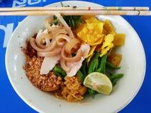 Macarronetes de Tom yum no estilo tailandês Imagens de Stock