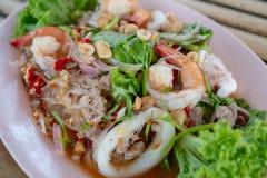 Macarronetes de vidro da aletria misturada picantes com mar, seafoo misturado picante imagem de stock