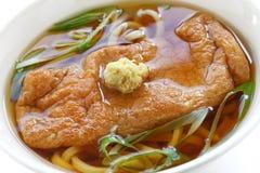 Macarronetes do udon de Kitsune, culinária japonesa Foto de Stock