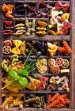 Macarronetes em uma letra-caixa foto de stock royalty free