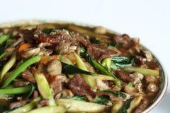 Macarronetes largos em um molho cremoso com carne e veget Fotos de Stock Royalty Free