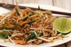 Macarronetes tailandeses do estilo de Padthai Fotografia de Stock Royalty Free