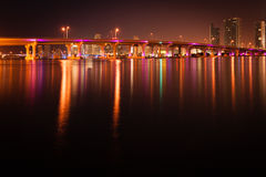 MacArthur Causeway Bridge at night Royalty Free Stock Photos
