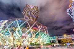 MACAU CHINY, KWIECIEŃ, - 2014: Miasto linia horyzontu z kasyn światłami przy n Fotografia Royalty Free