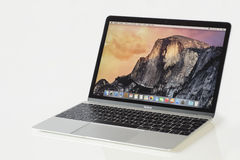 MacBook 12'银第1个gen 免版税库存照片