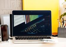 Macbook dotyka baru prezentaci Jhony Ive Pro film Zdjęcie Stock