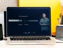 Macbook dotyka baru prezentaci Philip schiller Pro opowiadać Obrazy Stock