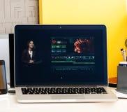 Macbook dotyka baru prezentaci Pro finału rżnięty pro oprogramowanie Obrazy Royalty Free