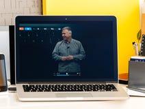 Macbook dotyka baru Pro prezentacja Obrazy Stock