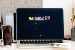 Macbook dotyka baru Pro prezentacja laptopu pasmo Fotografia Royalty Free