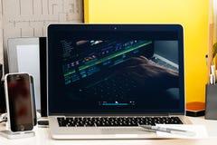 Macbook dotyka baru Pro prezentacja, wideo edytorstwo, mac rezerwuje pro, Fotografia Royalty Free