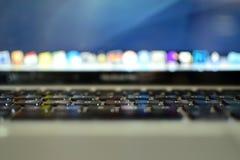 MacBook miłość Zdjęcia Royalty Free