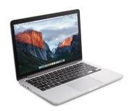 Macbook pro con con l'esposizione della retina Fotografie Stock Libere da Diritti