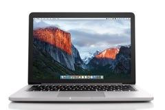 Macbook som är pro- med med näthinneskärm Royaltyfri Foto