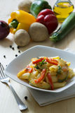 Maccheroni avec des légumes image stock