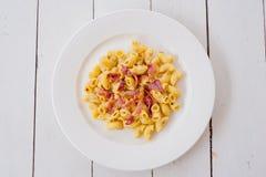 Maccheroni della pasta del bacon del formaggio immagini stock libere da diritti
