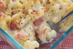 Maccheroni e formaggio della pancetta affumicata Immagine Stock