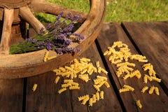 Maccheroni e lavanda con il cartwheel Fotografia Stock