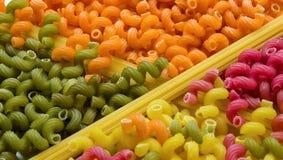 Maccheroni e spaghetti colorati Immagini Stock Libere da Diritti