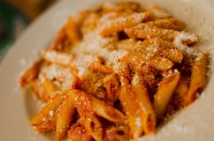 Maccheroni met parmezaanse kaas - Italiaans voedsel Royalty-vrije Stock Afbeelding