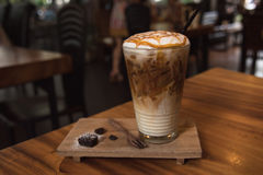 Macchiato καραμέλας καφέ πάγου στοκ εικόνα