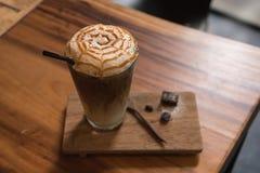 Macchiato del caramello del caffè di ghiaccio Fotografia Stock Libera da Diritti